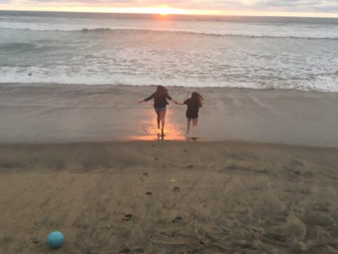 Friends Sunset - Aliza Abusch-Magder - jGirls Magazine